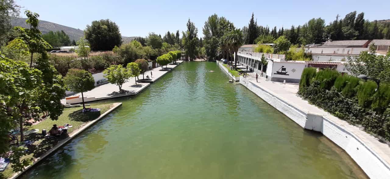 De visita por la piscina natural del Aguascebas, en Mogón