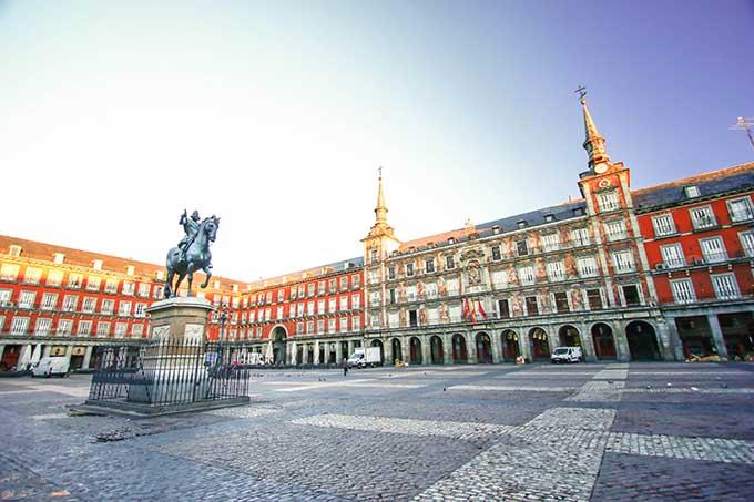 madrid_spain_plaza_mayor_main_square_680