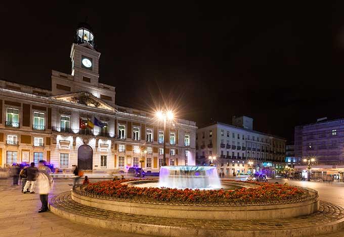 madrid_spain_puerta_del_sol_por_la_noche_680