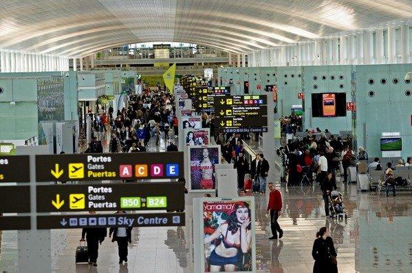 Vista-interior-del-Aeropuerto-de-Barcelona-El-Prat