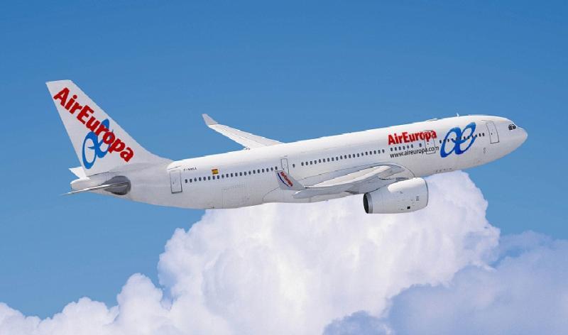 Air_Europa_Airbus_330-200__horiz
