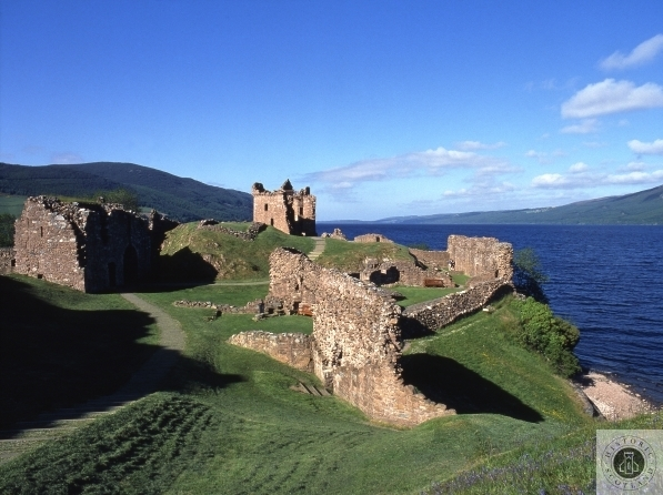 urquhart-castle-on-loch
