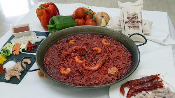 La receta de la paella roja del restaurante Arrozante