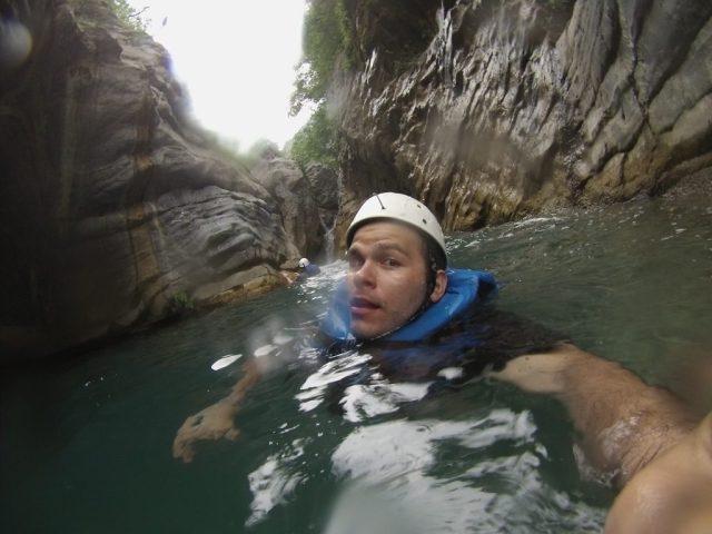 Nadando en el río de matacanes.