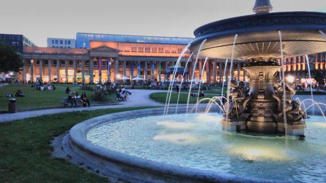 Plaza principal de Stuttgard, Alemania.