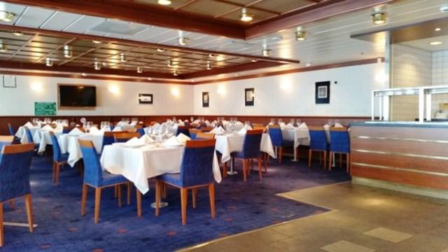 Vista general del restaurante del buque ADRIATICO