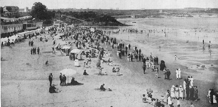 Balnerario en la 1ª playa del Sardinero, y bañistas (Archivo Fotográfico de Santander)