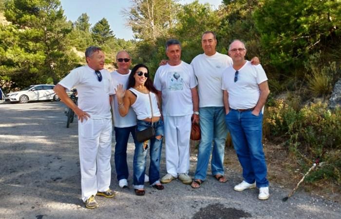 Equipo de periodistas y bloggers ANTES de la batalla del vino.