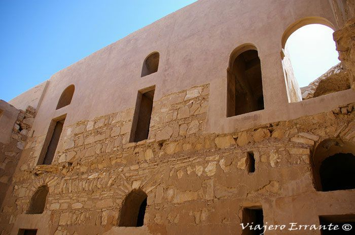 Área superior restaurada y parte inferior original