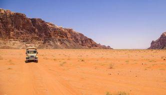 Desierto de Wadi Rum, montañas y colores.