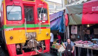 Mercado de Mae Klong o del tren de Bangkok.