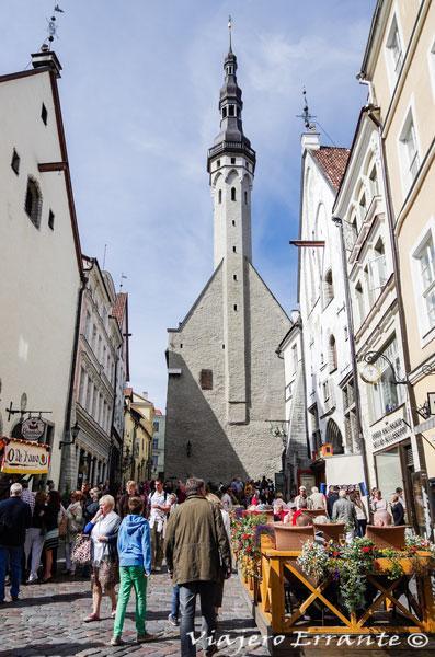 La torre del Ayuntamiento en Tallin