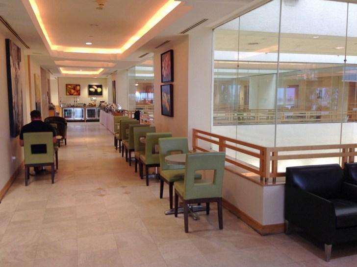 Sala VIP lounge oneworld en Terminal E de Miami - MIA-35