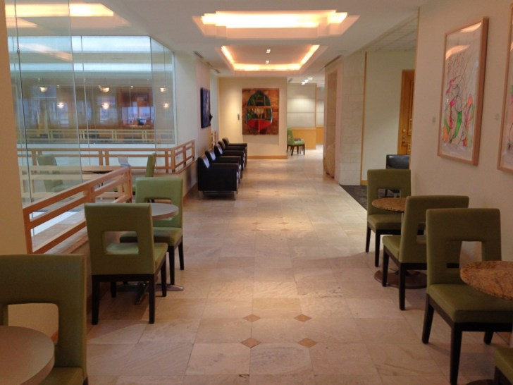 Sala VIP lounge oneworld en Terminal E de Miami - MIA-43