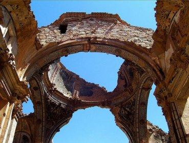 Viajesinusuales_Belchite_iglesia-arcos