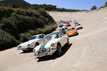 Concentración de coches clásicos en el autódromo de Terramar