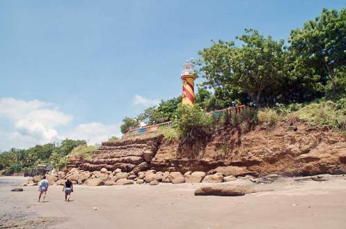 faro-playa-masachapa-nicaragua-viajes-inusuales