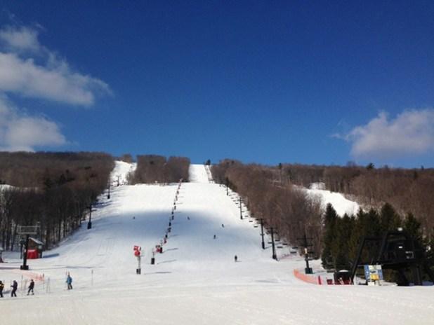 Esquiando en Bristol Mountain (Nueva York)