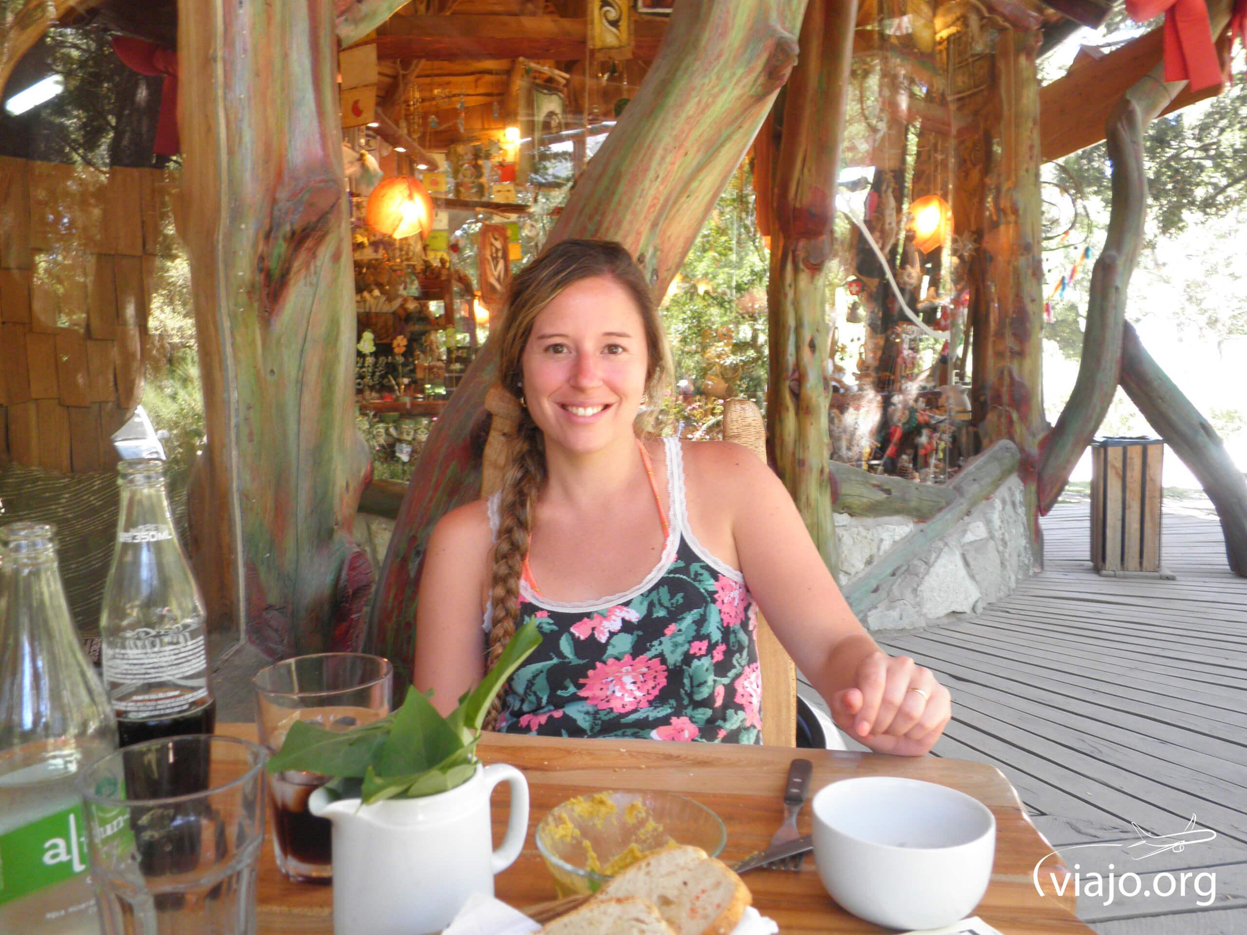 Almorzando en Colonia Suiza