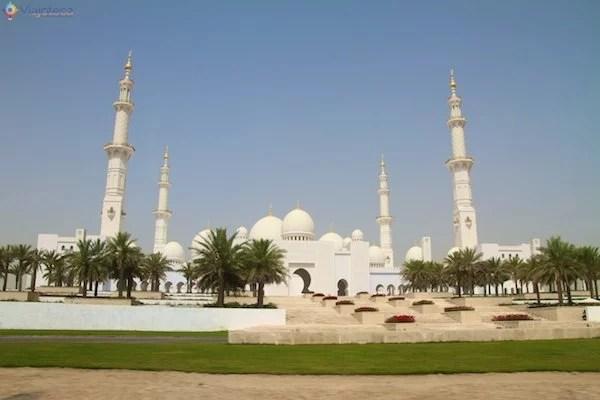 Frente da Mesquita de Abu Dhabi