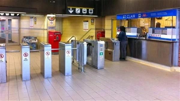 Entrada do metro em Toronto