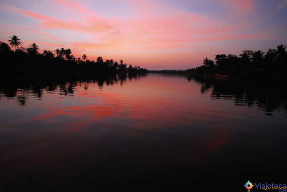 Anoitecer no Backwaters do Kerala