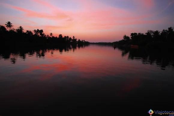Anoitecer no Backwaters do Kerala