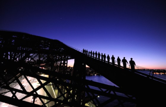 Anoitecer escalando a Sydney Harbour Bridge