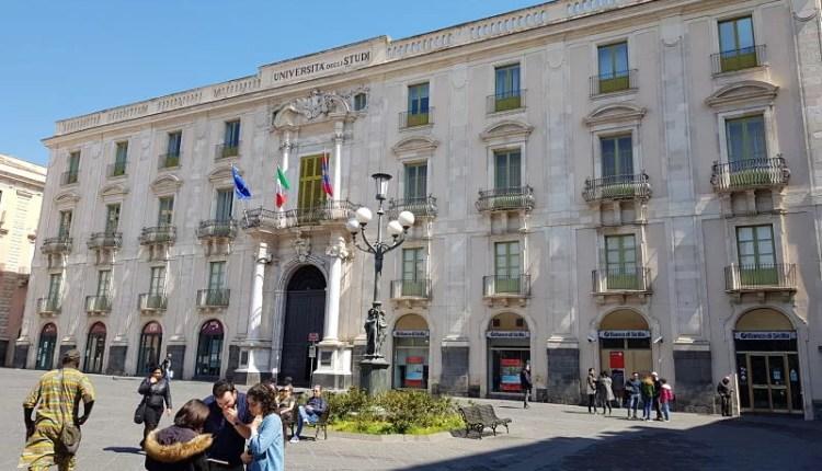 Atrações de Catânia Piazza dell'Università Universidade