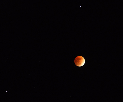 eclipsed moon with Saturn and Regulus