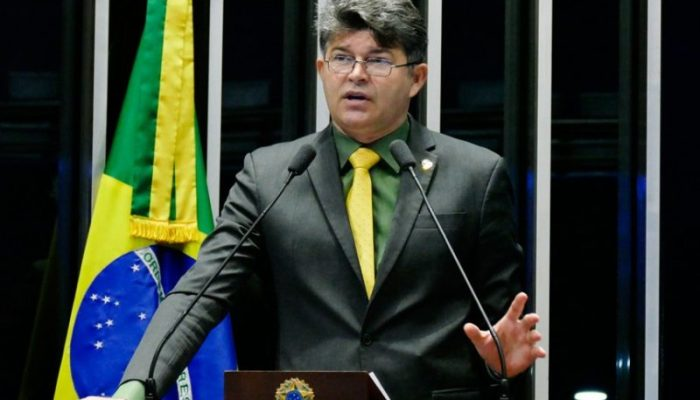 José Medeiros critica corrupção em empresas públicas e defende privatizações