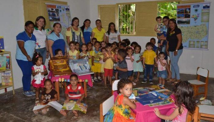 Escolas Municipais recebem material didático em Vicência