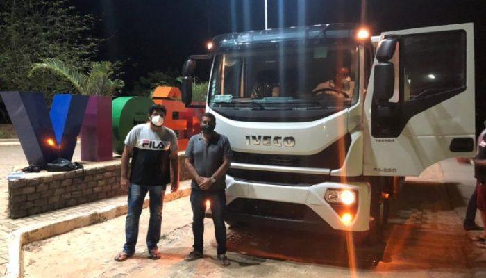 Prefeitura adquire caminhão caçamba novo para a Secretaria de Obras e Serviços Públicos