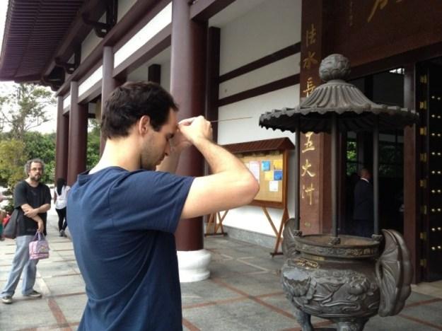 templo budista em cotia incenso