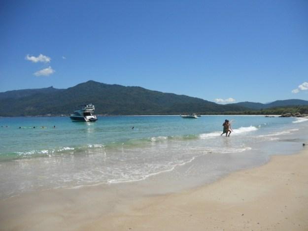 passeios de barco em ilha grande praia lopes mendes