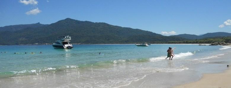 Qual o melhor passeio de barco em Ilha Grande?