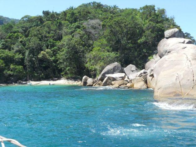 passeios de barco em ilha grande cachadaco