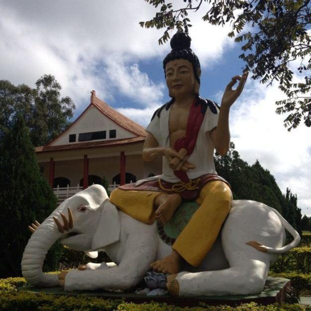 pontos turisticos de foz do iguacu templo budista