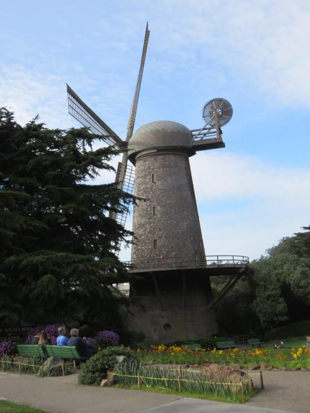 Moinho de vento com tulipas. Foto: Marcelle Ribeiro.