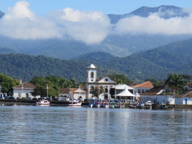 igreja mar onde ficar em Paraty