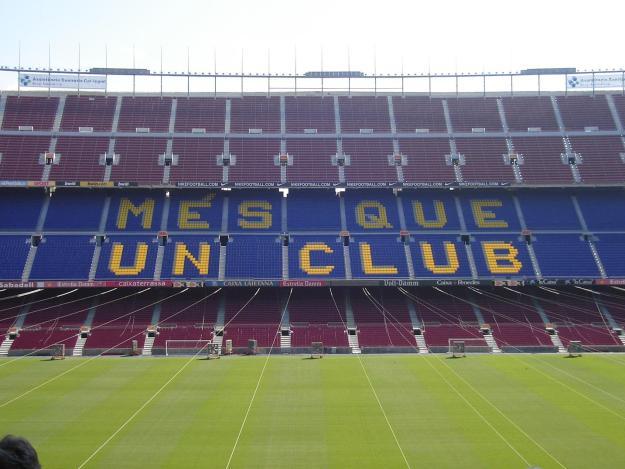 O slogan do Barcelona está desenhado na arquibancada do estádio. Foto: Marcelle Ribeiro
