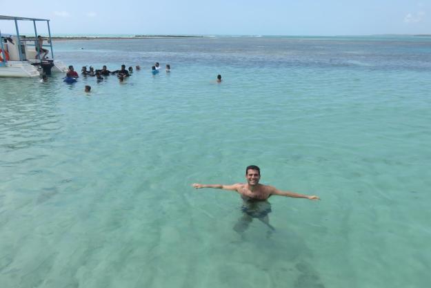 Aproveitando a piscina natural de Japaratinga. Foto: Marcelle Ribeiro