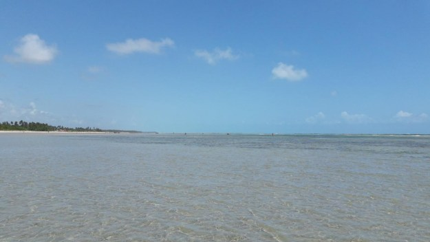 "O mar quase ""piscina"" da praia do Toque. Foto: Marcelle Ribeiro"