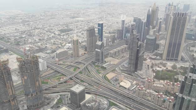 Cruzamento de pistas expressas em Dubai. Foto: Marcelle Ribeiro.