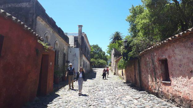 calle de los suspiros colonia del sacramento