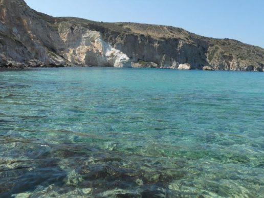praia firopotamos ilha de milos grecia