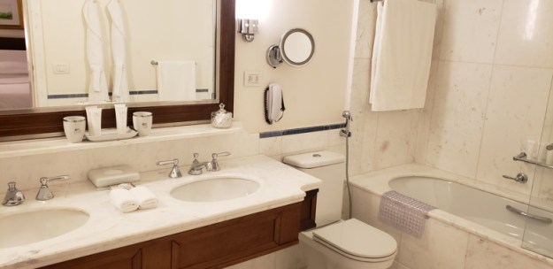 diária no copacabana palace banheiro