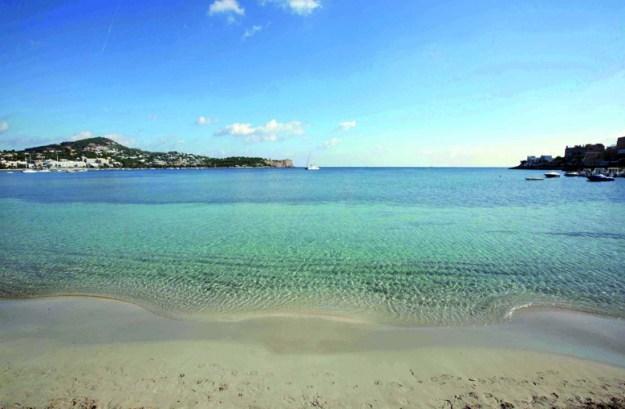 praia talamanca onde ficar em ibiza