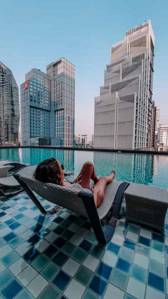 piscina Oakwood Suites onde ficar em bangkok