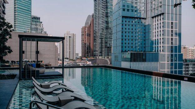 Oakwood Suites piscina onde ficar em bangkok